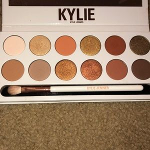 Kylie Jenner Bronze Extended Palette
